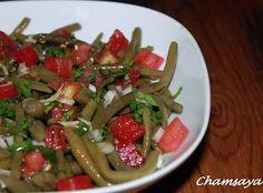La meilleure recette de Salade de haricots verts et tomates! L'essayer, c'est l'adopter! 4.6/5 (9 votes), 8 Commentaires. Ingrédients: 500 g de haricots verts 2 tomates 1 petit oignon Quelques feuilles de persil 1 gousse d'ail finement rapée  2 cas d'huile d'olive 1 cas de vinaigre sel poivre
