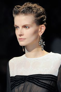 Fashionable Hairstyles 2018 - Photos of Shows Chanel, Prada, Gucci . Burberry Prorsum, Roberto Cavalli, Tom Ford, Versace, Wedding Hairstyles, Cool Hairstyles, Marc Jacobs, Yves Saint Laurent, Fall Hair Trends