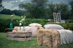 Amateurs de nature et de plaisirs simples, le mariage champêtre est fait pour vous ! Voici quelques idées pour vous aider à convertir votre réception de mariage en une atmosphère campagne chic et décontractée pour vous et vos invités.