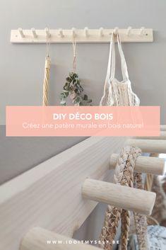 Créez une jolie patère en bois naturel pour décorer votre hall d'entrée ou votre cuisine. Je vous détaille le tutoriel dans mon article.  #DIY #PATERE #BOIS #DIYBOIS #TUTORIELDIY #BUANDERIEDECO Wall Hanger, Plant Hanger, Decoration Entree, Bois Diy, Ikea Hack, Diy Wall, Home Projects, Woodworking Projects, Diy Home Decor