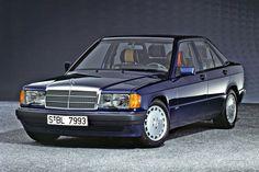 """Mercedes-Benz 190 E 2.3 Avantgarde Azzurro (1992) - Mercedes wehrte sich lange gegen Sondermodelle. Umso größer war das Erstaunen 1992, als die Avantgarde-Reihe des Mercedes 190 debutierte. Drei Modelle standen zur Auswahl: Als """"Azzurro"""" nur mit 2.3 Liter-Motor, nur in Blau-Metallic 343 und nur mit Ledersitzen mit Einlagen in vier verschiedenen Farben! Die Schwestermodelle """"Rosso"""" und """"Verde"""" gaben sich zahmer. ☺"""
