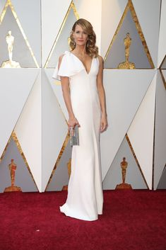 Laura Dern in Calvin Klein by Appointment from 2018 Oscars Red Carpet Fashion Oscar Gowns, Oscar Dresses, Celebrity Red Carpet, Celebrity Style, Nice Dresses, Formal Dresses, Wedding Dresses, Robes D'oscar, Laura Dern