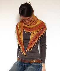 Ravelry: Sunray Shawl pattern by Anna Véron. Free knit pattern; crescent design