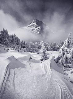 25 Most Beautiful Places in the World of 2019 WINTER: I love the seasons and am lucky enough to live where we have four distinctive seasons animeaesthetic animeboy animedrawings beautiful places winteranime winterbeauty wintercartoon winte Winter Szenen, Winter Magic, Winter Time, Winter Travel, Imagen Natural, Snow Scenes, Winter Beauty, Winter Pictures, Winter Photography