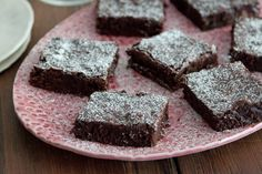 ~Triple Chocolate Brownies~ Balance all those savory flavors with a touch of sweetness. These triple chocolate brownies will be the perfect treat for your armchair athlete. Brownie Recipes, Cupcake Recipes, Chocolate Recipes, Dessert Recipes, Party Recipes, Shot Recipes, Dessert Bars, Baking Recipes, Snack Recipes
