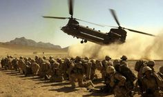 A Royal Air Force Chinook comes in to land. It was carrying the final members of K Company, 42 Commando Royal Marines to complete the hand over with A Company, 2 Batallion Royal Regiment of Fusiliers in Helmand Province, Afghanistan. Best Helicopter, Military Helicopter, Military Aircraft, Ww2 Aircraft, Military Weapons, Military Army, Military Personnel, Chinook Helicopters, British Armed Forces