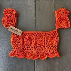 Natural Crochet Off Shoulder Crop Top Of - maallure Crochet Crop Top, Crochet Blouse, Crochet Bikini, Crochet Designs, Crochet Patterns, Bralette Pattern, Do It Yourself Baby, Diy Crafts Crochet, Diy Vetement