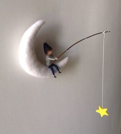 Waldorf inspired needle felted mobile, fishing pixie on the moon Waldorf inspirierte Nadelfilz Mobile Fishing Pixie auf der Felt Crafts, Diy And Crafts, Arts And Crafts, Wet Felting, Needle Felting, Felt Fairy, Fairy Dolls, Felt Dolls, Felt Ornaments