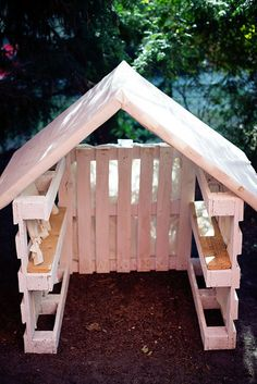 Pallet playhouse Play houses Backyard playground Backyard sheds Garden Back Garden Huts, Garden Shed Diy, Backyard Sheds, Backyard Playground, Pallet Playground, Garden Pallet, Kids House Garden, Pallet Patio, Outdoor Pallet