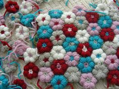 These are called Mollie flowers for a Mollie flower blanket! -- not sure how to make but it's made of yarn so I'm game to try Love Crochet, Learn To Crochet, Crochet Flowers, Knit Crochet, Yarn Flowers, Flower Fabric, Blanket Crochet, Tiny Flowers, Crochet Motifs