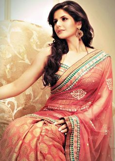 Buy Indian dresses online - the most fashionable Indian outfits for all occasions. Check out our new arrivals - the latest Indian clothes trending in Mode Bollywood, Bollywood Fashion, Bollywood Actress, Saree Fashion, Women's Fashion, Fashion Trends, Collection 2017, Saree Collection, Indian Attire