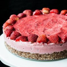 Easy & Healthy Strawberry Ice Cream Cake with only 4 Ingredients!