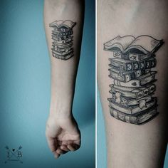 Welcome to our board for tattoos inspiration! 10 Great Book of Tattoo Designs that You Can Buy Right Now The most important thing you can ever learn when l Tattoo Buch, Et Tattoo, Piercing Tattoo, Tattoo Small, Bild Tattoos, Body Art Tattoos, Sleeve Tattoos, Tatoos, Arrow Tattoos