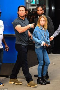 Mark Wahlberg Marky Mark, Donnie Wahlberg, Mark Wahlberg Daughter, Ben And Jennifer, Wahlberg Brothers, Hollywood Music, Jennifer Aniston Style, Mark Roberts, Celebrity Kids