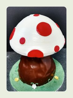 Woodland toad stool smash cake for one year old.