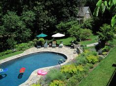 kidney-shaped pool design