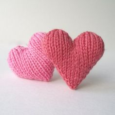 Hearts free knitting pattern by Amanda Berry. A quick and easy little knitting project. Get the downloadable PDF pattern from Loveknitting.