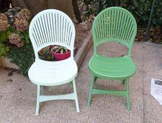 Chaises de salon de jardin repeintes - Recup DIY Poncer légèrement & bien nettoyer à l'alcool ménager avant de peindre. Utiliser une peinture spéciale pour plastique extérieur / salon de jardin. Laisser sécher 24h entre les 2 couches.