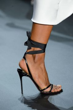 Cushnie et Ochs at New York Fashion Week Spring 2017 - Details Runway Photos Stilettos, Pumps, Stiletto Heels, Women's Shoes Sandals, Leather Sandals, Shoe Boots, Sexy Heels, High Heels, Look Fashion