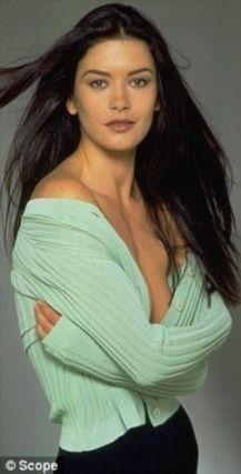 Catherine Zeta Jones, Beautiful Celebrities, Beautiful Actresses, Most Beautiful Women, Beautiful People, Swansea, Woman Face, Girl Crushes, Celebs