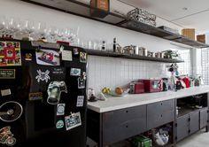Selecionamos algumas cozinhas incríveis que passaram aqui pelo Casa de Valentina em 2015: https://www.casadevalentina.com.br/blog/OPEN%20HOUSE%20%7C%20COZINHAS%20INCR%C3%8DVEIS ------------------------ See our selection of incredible kitchens: https://www.casadevalentina.com.br/blog/OPEN%20HOUSE%20%7C%20COZINHAS%20INCR%C3%8DVEIS