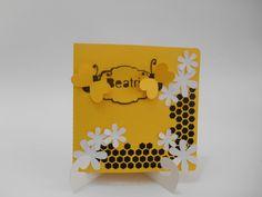 http://www.elo7.com.br/convite-abelha-pcte/dp/3DD857 convite para festa abelhinha, feita em papeis de 180 gramas.   pacote com 20 unidades  Criação Tania Freitas para Dona Dondoca Criaçoes  Despachamos para todo Brasil, mediante correios. R$ 33,00