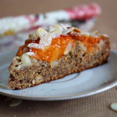 Apricot Spelled Whole Grain Cake with Almond Slice // Only with .- Aprikosen Dinkelvollkorn Kuchen mit Mandelsplitter // Nur mit Datteln gesüßt /… Apricot spelled wholemeal cake with almond slivers // Sweetened only with dates / light pink gray - Healthy Salmon Recipes, Good Healthy Recipes, Crab Cakes, Fabulous Foods, Sweet And Salty, No Bake Cake, Bakery, Food And Drink, Yummy Food