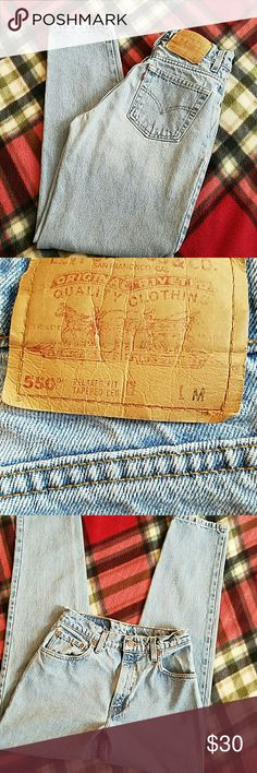 LEVI'S VINTAGE 550 JEANS LEVI 550 RELAXED FIT TAPERED LEG TAGGED: 7 MEDIUM MEASURED: W27 L29 1/2 RISE:10 1/2 Levi's Jeans Straight Leg