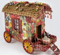 Juliz Design Post : Gypsy Gypsy Caravan Like the strings hanging on front and the wheel design. Gypsy Caravan, Gypsy Wagon, Cardboard Crafts, Paper Crafts, Diy Crafts, Putz Houses, Fairy Garden Houses, Glitter Houses, Miniture Things