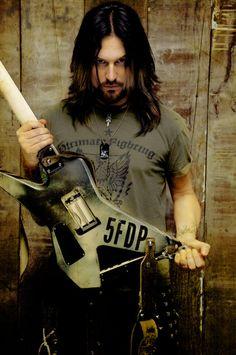 Jason Hook Five Finger Death Punch | photo-Jason-Hook-solo-guitar-FiveFingerDeathPunch-Ibanez-Xiphos-2011