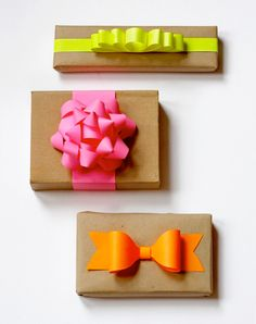DIY: How to make a paper bow (via howaboutorange.blogspot.nl)