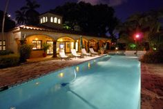 Imagine doing laps in this pool every night? On the intracoastal is a plus! #intracoastal #pool