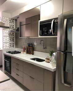 Este posibil ca imaginea să conţină: bucătărie şi interior Kitchen Room Design, Kitchen Sets, Home Decor Kitchen, Kitchen Living, Interior Design Kitchen, Home Kitchens, Modern Kitchen Cabinets, Contemporary Kitchen Design, Cuisines Design