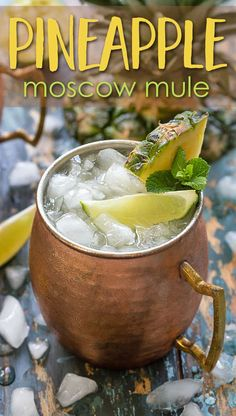 Pineapple Moscow Mule Pineapple Moscow Mules – Vodka, pineapple juice, spicy ginger beer and lime juice come together in this refreshing tropical variation of the classic mule cocktail! – Cocktails and Pretty Drinks Fancy Drinks, Summer Drinks, Cocktail Drinks, Cocktail Recipes, Prosecco Cocktails, Sangria Recipes, Kombucha, Cooked Pineapple, Roasted Pineapple