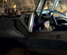 Star Wars VII - The Force Awakens / Poe aboard his X-Wing
