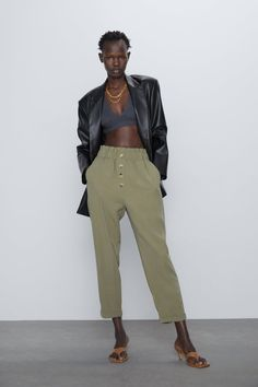 A pair of pants for any occasion. The new collection is here at ZARA online. Enter now and discover all the pants of the new collection at ZARA. Paperbag Hose, Paperbag Pants, Baggy Pants Outfit, Alexander Wang, Trousers Women, Pants For Women, Women's Trousers, Yves Saint Laurent, Zara Home Stores