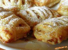 V prvom rade si pripravíme plnku a to tak, že si nastrúhame jablká a pridáme cukor,škoricu a hrozien... Danish Food, Apple Pie, Nutella, Baked Potato, Croissant, Food To Make, French Toast, Cheesecake, Goodies