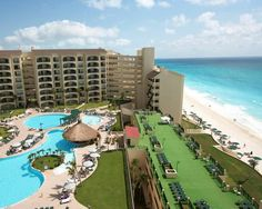Hotel The Royal Islander - Cancun ... #Hotel, #Hotels, #SpecialOffers, #HotelDirect, #HotelGuide, #BestHotels ... Set in tropical gardens right on the beachfront, this resort offers outdoor pools and tennis courts. Rooms and apartments offer free Wi-Fi and views of the Caribbean Sea and Nichupté Lagoon. Situated in the Cancun Hotel Zone, the Hotel Royal Islander offers a free shuttle between the various...