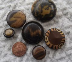 Lovely swirl design great condition Vintage peach colored celluloid buttons 8 each in 2 sizes 0.5 and 0.25ins CELL20-1. tunnel back