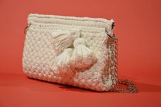 Women Crochet White Purse With Charms And Chain, Flex Frame Purse, White Handmade Shoulder Bag, Convertable Crossbody Bag, Bridesmaid Gift Crochet Clutch, Crochet Handbags, Knit Or Crochet, Handbag Tutorial, Frame Purse, Wedding Purse, White Purses, Sister Gifts, Cosmetic Bag