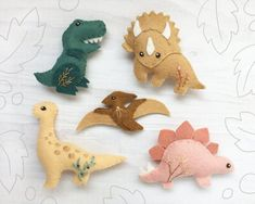 felt toys Little felt Dinosaurs are here! Who doesn't love dinosaurs? They've never been cuter than this. Here is a felt animal plush pattern you can use to sew your very own. Use them to ma Felt Flowers Patterns, Animal Sewing Patterns, Felt Patterns, Stuffed Animal Patterns, Craft Patterns, Dinosaur Pattern, Dinosaur Crafts, Plush Pattern, Needle Felted