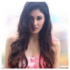 #PoojaChopra know about this hot actress