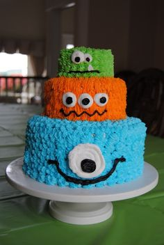 This would be perfect since landons so in love with his monster halloween costume! Monster Cake@Melissa Schultz