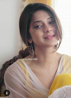 Hot celebs actress in saree Beautiful Girl Photo, Beautiful Girl Indian, Beautiful Indian Actress, Beautiful Actresses, Cute Beauty, Beauty Full Girl, Actresses With Black Hair, Jennifer Winget Beyhadh, Tashan E Ishq