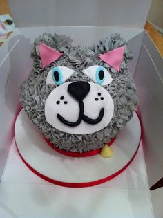 CAT GIANT CUPCAKE Giant Cake, Giant Cupcakes, Fun Cupcakes, Large Cupcake Cakes, Big Cupcake, Cupcake Ideas, Family Cake, Birthday Cakes For Women, Sculpted Cakes