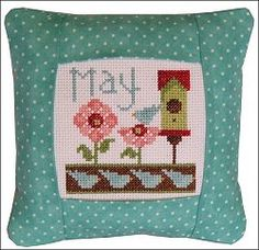 Pine Mountain Designs - Small Pillow Kit - May – Stoney Creek Online Store
