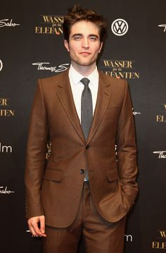 Get comfortable getting out of your comfort zone with this feature chock-filled with men's fashion trends, from the team at Style Girlfriend Best Mens Fashion, Suit Fashion, Mens Fashion Trends 2019, Fashion Boots, Robert Pattinson Twilight, Suit Combinations, Brown Suits, Athleisure Outfits, Sharp Dressed Man