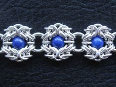 Romanov weave - a Byzantine variation with beads held between Byzantine units. I'm going to have to try this myself!