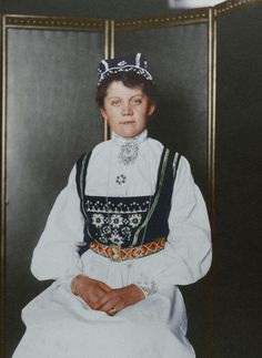 Astounding colorized photos reveal the faces and fashions of Ellis Island immigrantsAn Ellis Island Intake Clerk's Photos Just Resurfaced And They Are Truly Fascinating - Norwegian, Ellis Island, NY.