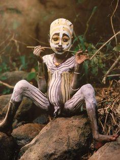 L'art des peintures corporelles - FORMES ET MATIERES D'AFRIQUE